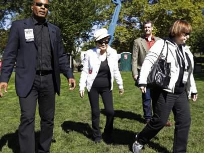 Yoko Ono 75 aniversario John Lennon símbolo paz.