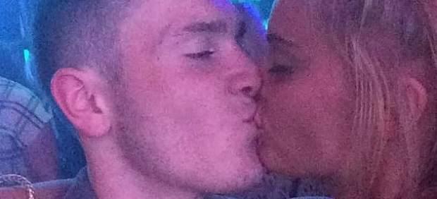 Su novia se entera de su infidelidad al ver una foto suya en Facebook besando a otra