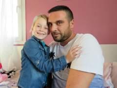 Le ceden vacaciones para que pueda cuidar a su hija enferma