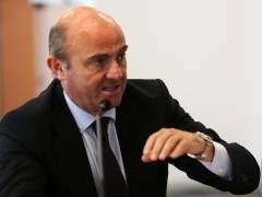 """Guindos escribe en un artículo que las diferencias sobre el déficit con la CE """"se pueden remediar"""""""