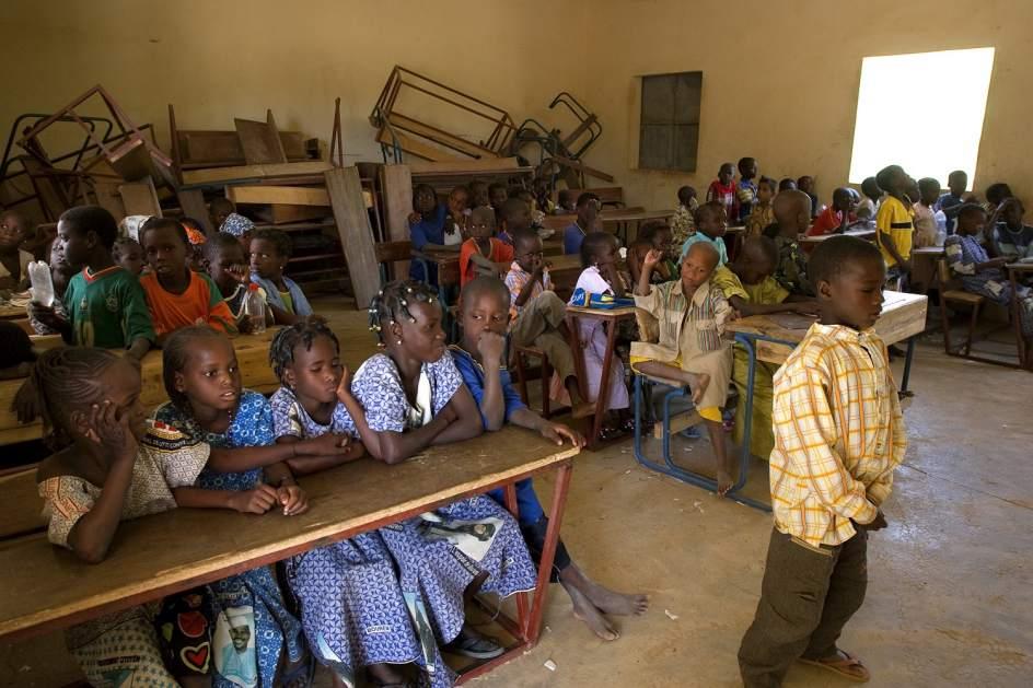 Investigan a militares franceses por forzar a ni as for Colegio jardin de africa