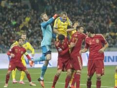 La brillante actuaci�n de De Gea en Ucrania abre el debate: �Casillas o �l en la Eurocopa?