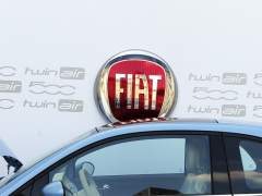 Empleadas de Fiat se rebelan contra el mono blanco, inadecuado durante la regla