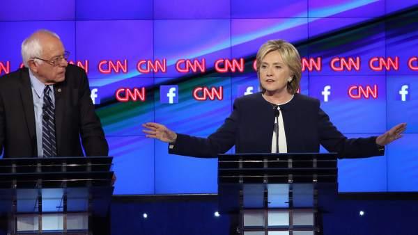 Los precandidatos demócratas Sanders, Clinton y O´Malley