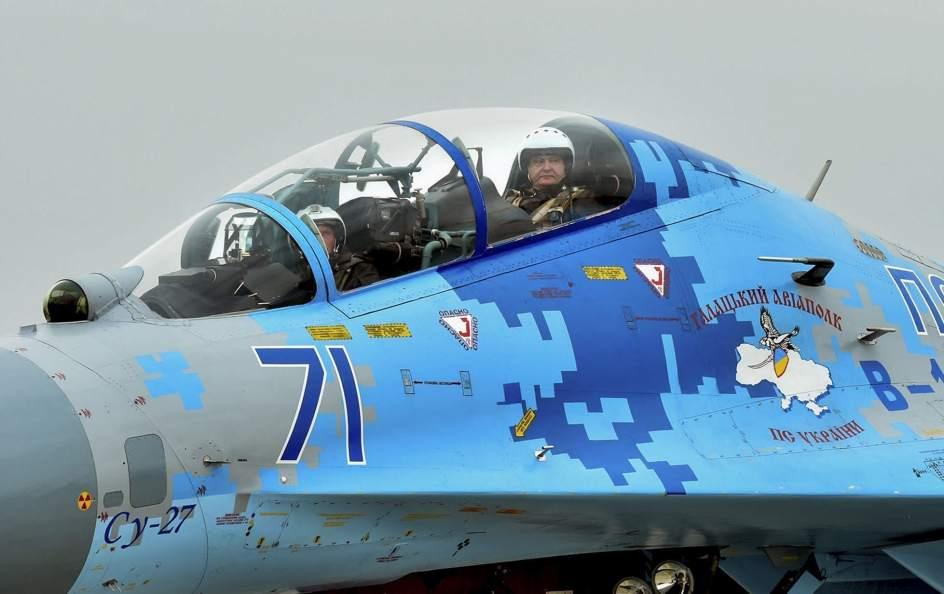 El presidente de Ucrania, copiloto de caza