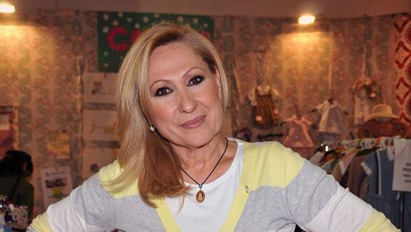 9c7e1b57817f Críticas a Rosa Benito por rescatar una foto de Rocío Jurado tras ...