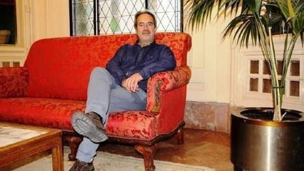 Francisco Guarido en el sofá del Ayuntamiento