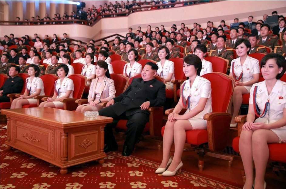 Kim Jong-un se rodea de bellezas