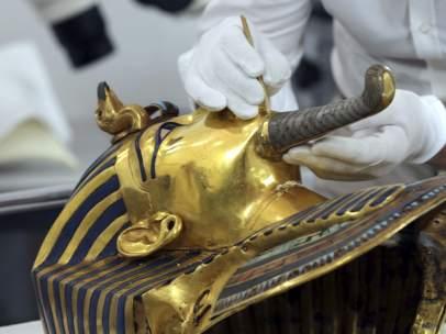 Restauración de la máscara de Tutankamón