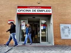 El desempleo cae en abril en 83.599 personas, pero el parado está más desprotegido que nunca