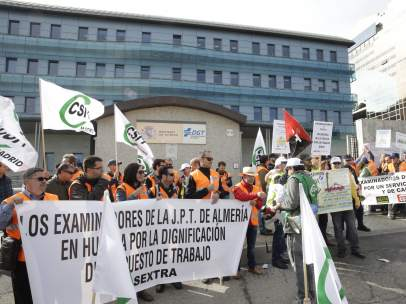 Examinadores de la DGT en huelga