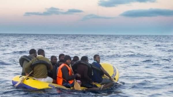 Inmigrantes en una patera