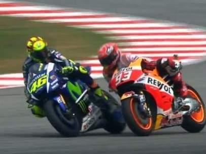 Rossi tira a Márquez