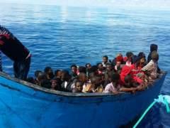 Dos inmigrantes en estado crítico tras el rescate de una patera