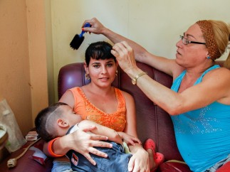 Sissi, hairdresser, with her niece, Cienfuegos
