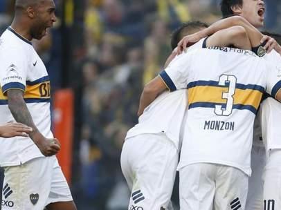 Jugadores de Boca Juniors celebran su vigésimo quinto título.