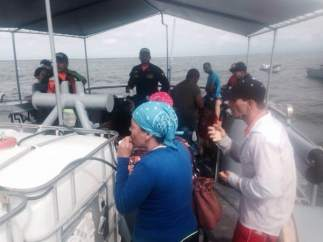 Rescata inmigrantes cubanos a la deriva