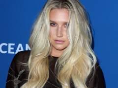 La madre de Kesha retira las demandas contra su productor