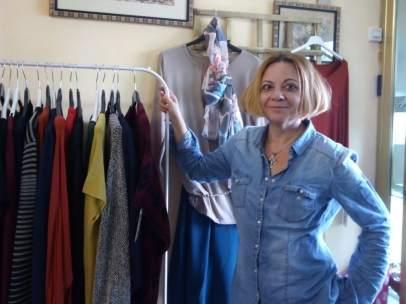 Eva Gago, propietaria de una tienda en Gelves.