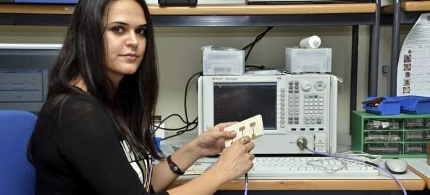 Alexia Moreno, del Instituto de Telecomunicaciones y Apps Multimedia de la UPV, ha diseñado una renovada antena ultrabanda ancha