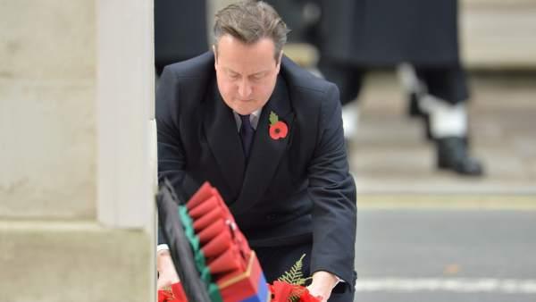 David Cameron en un acto del Día del Recuerdo en donde homenajean a las víctimas de la Primera y Segunda Guerra Mundial.