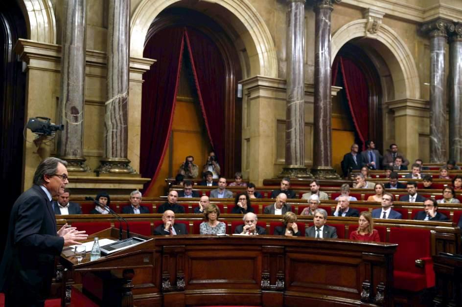 El tsjc notifica a la mesa del parlament el apercibimiento for Mesa parlament