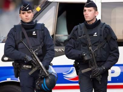 Agentes cerca de Bataclan