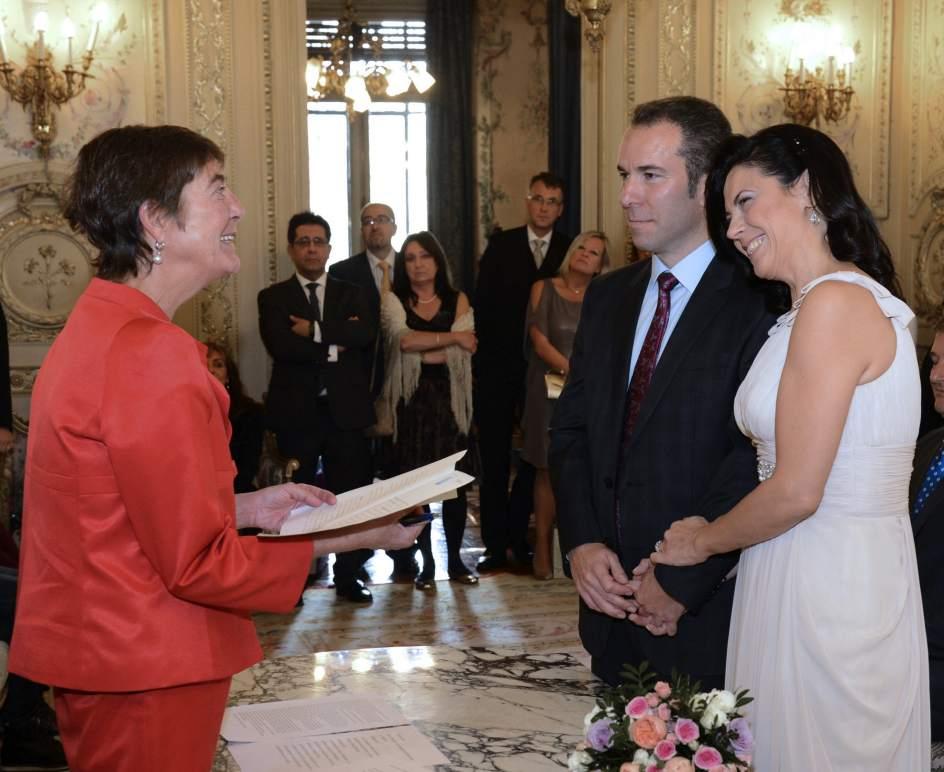 Matrimonio Catolico Y Civil : Un colegio notarial acoge por primera vez una boda en españa