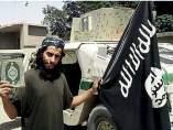 Abaaoud, con la bandera del Estado Islámico