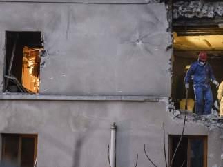 Así quedó el edificio tras la redada en Saint-Denis