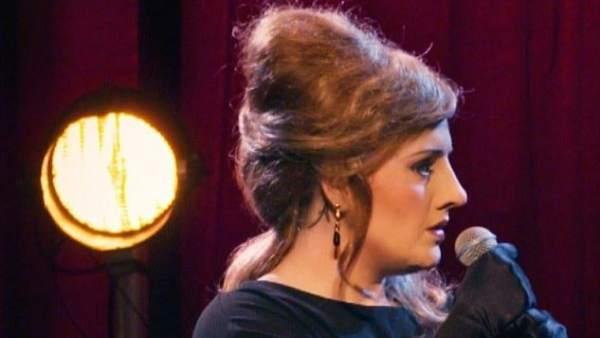 Adele se disfraza y sorprende a unas fans en un concurso de imitadoras... de Adele