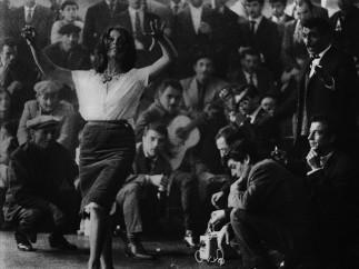 Lucien Clergue, La Danse du mariage gitan, Les Saintes-Maries-de-la-Mer, 1963