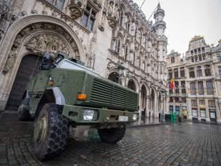 Militares en la Grand Place