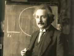 Expectación por la posible confirmación de la teoría de Einstein