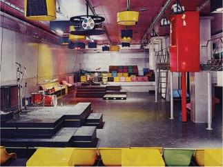 The stage and audio-visual system inside La Fine del Mondo, designed by Pietro Derossi, Giorgio Ceretti and Riccardo Rosso, Turin, 1966