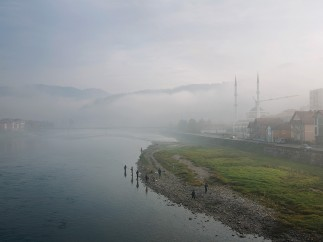 A new day dawns on the banks of the Drina. Gora�de, November 2013 � St�phanie Borcard and Nicolas M�traux