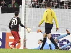 Dos goles de Aduriz dan la clasificaci�n y el liderato de grupo