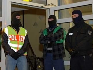 Las fuerzas de seguridad alemanas en el barrio Britz