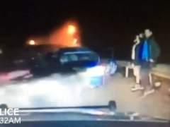 Se salvan al salir del coche antes de un accidente