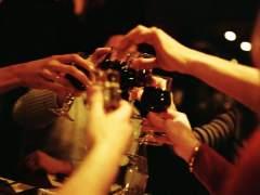 Beber con pajita, mezclar... Mitos y verdades sobre el alcohol