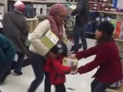 �Es el v�deo viral de una pelea en el 'Black Friday' un montaje?