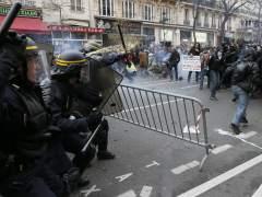La Polic�a frena con gases lacrim�genos una protesta no autorizada en Par�s