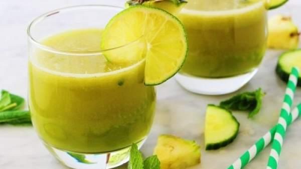 Licuado de manzana, piña, menta y limón