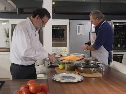 Rajoy y Bertín cocinando
