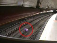 Metro prohíbe el acceso con globos metálicos ante el riesgo de incidencias eléctricas