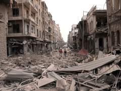 Unos 200 civiles sirios logran salir de la sitiada ciudad de Alepo