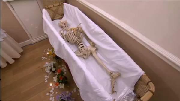 Funeral de un esqueleto