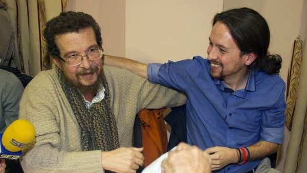 Pablo Iglesias, acompañado por su padre Javier Iglesias