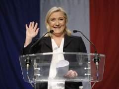 La ultraderechista Le Pen sigue mejorando su posición en los sondeos