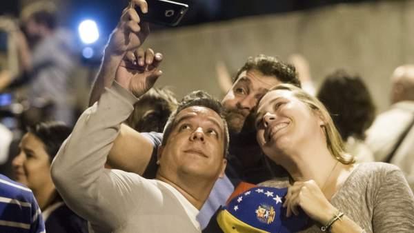 Celebrando los resultados electorales en Venezuela